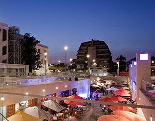 Boulevard Plaza Ñuñoa en Archdaily.